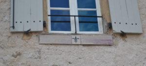 carreaux de faïence en grès pour la façade d'une maison.