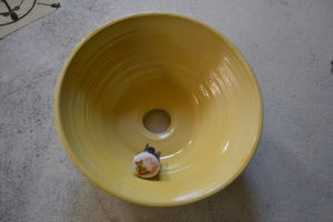 Handgedrehtes Keramikwaschbecken.